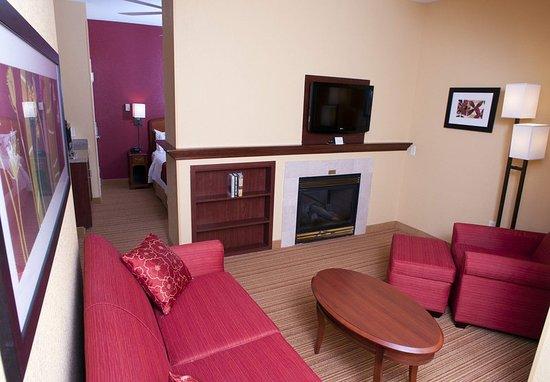 Middlebury, VT: Spa King Suite Living Room