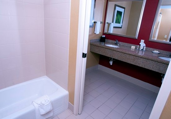 Middlebury, VT: King Suite Bathroom