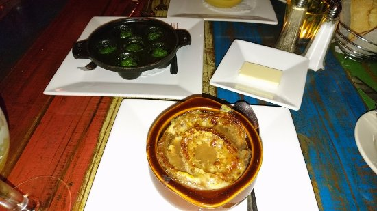 Madison Bistro: エスカルゴとオイスタースープ.うまい!