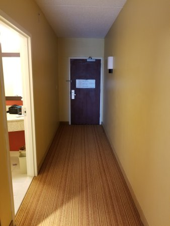 Annapolis Junction, MD: thought the long hallway was a bit of a waste ...