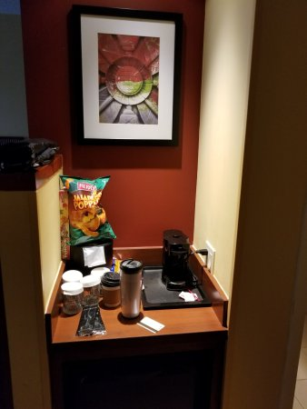 Annapolis Junction, MD: why dont they ever have a regualr coffee maker..lol