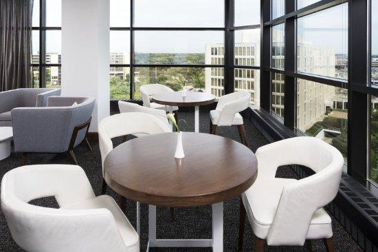 Oak Brook, IL: Le Meridien Club Lounge