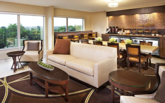 Sheraton Ann Arbor Hotel: Club Level Lounge