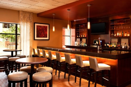 Sheraton Suites Old Town Alexandria: Fin and Hoof Bar