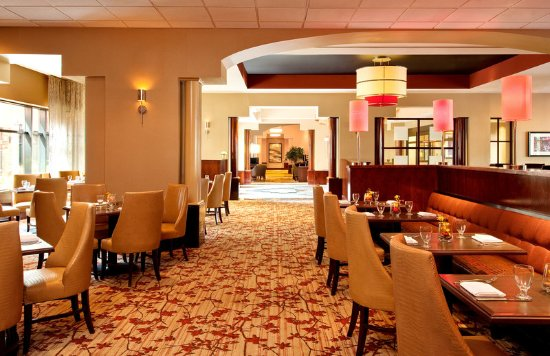 Sheraton Suites Old Town Alexandria: Fin and Hoof Restaurant