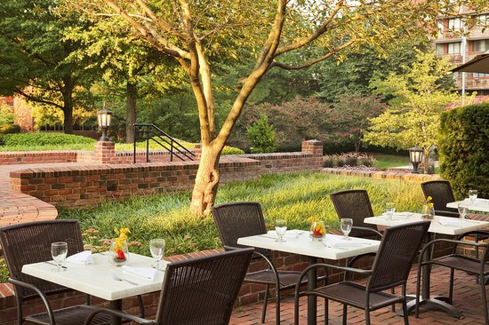 Sheraton Suites Old Town Alexandria: Outdoor Dining
