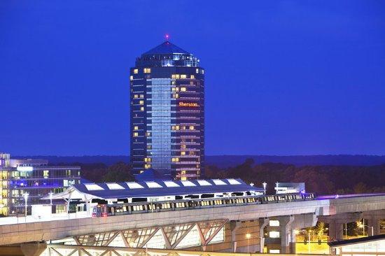 Tysons Corner, VA: Sheraton Tysons Hotel & Silver Line Metrorail Station