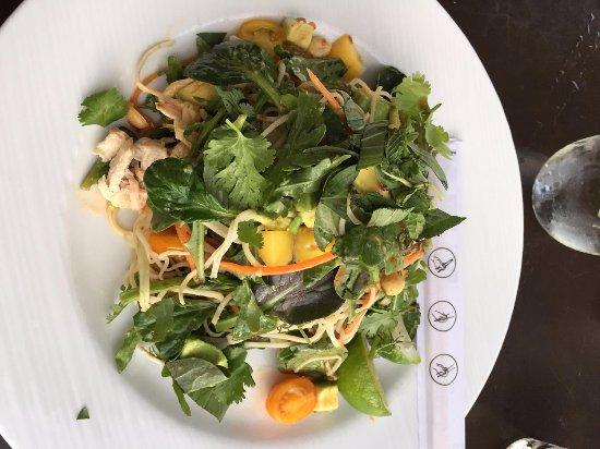 Marina del Rey, CA: Thai mango salad with chicken