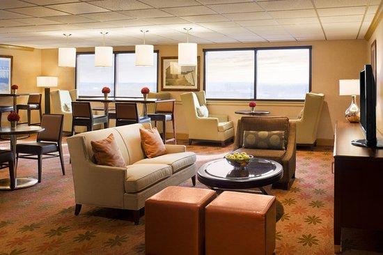 Sheraton Hartford Hotel at Bradley Airport: Club Lounge