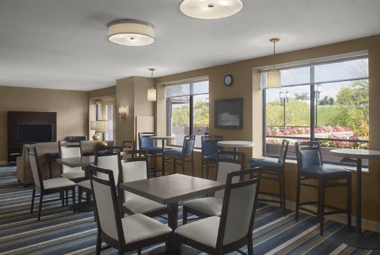 Cuyahoga Falls, OH: Club Lounge