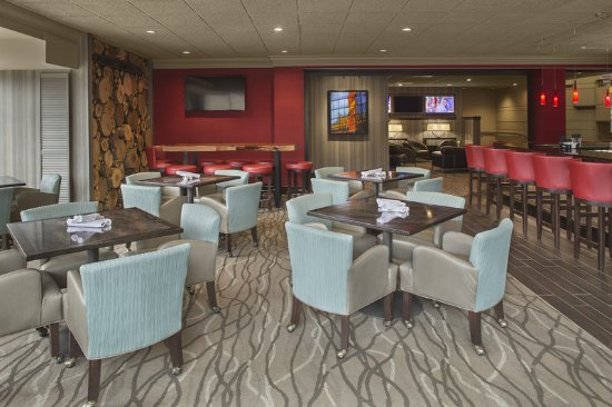 Cuyahoga Falls, OH: Beau's on the River Lounge