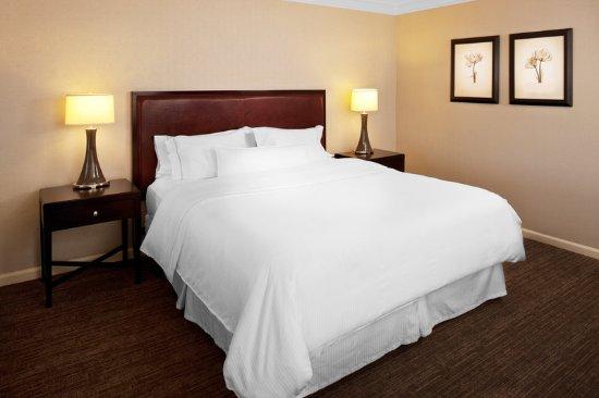 Morristown, NJ : Deluxe King Room Bedroom