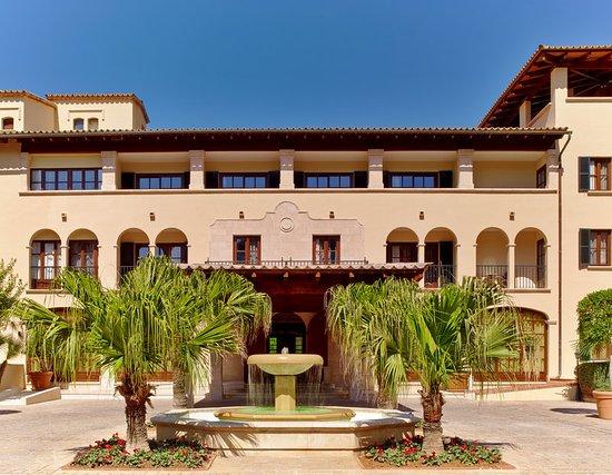 Sheraton Mallorca Arabella Golf Hotel: Hotel Entrance