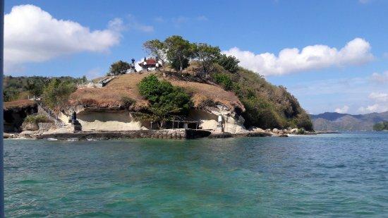 Kuta, Indonésie : Hindu temple on the way to Gili Nanggu