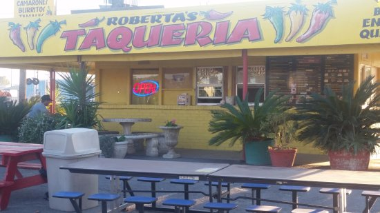 Williams, Kalifornien: Outdoor dining, food was marginal, or less...