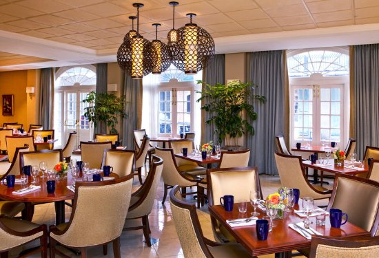 Four Points By Sheraton French Quarter: Café Opera