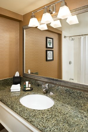 Rocky Hill, CT: Guest Room Bathroom