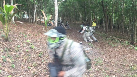 San Jose Succotz, Belice: Up the hill they go