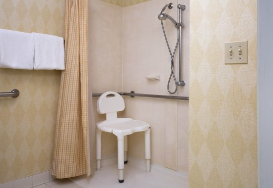 Vacaville, CA: Accessible Suite Bathroom with roll-in shower