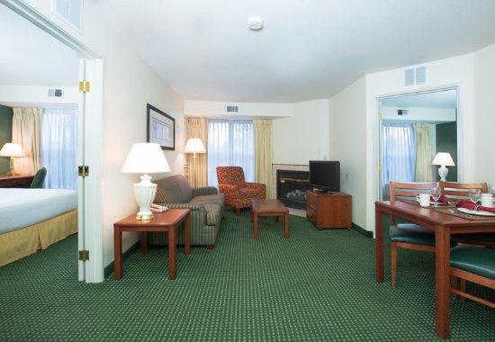 Vacaville, CA: Two-Bedroom Suite