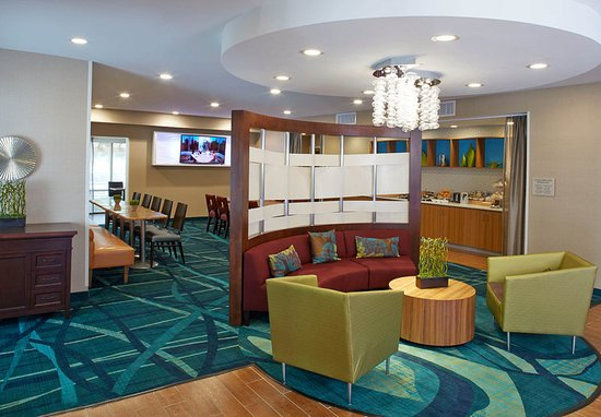 Lithia Springs, GA: Lobby Seating Area