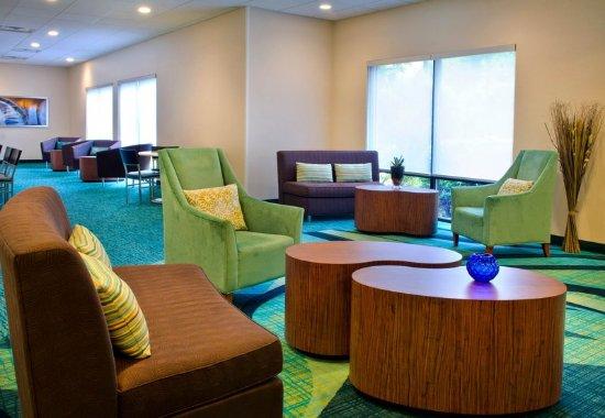 Andover, MA: Lobby Sitting Area