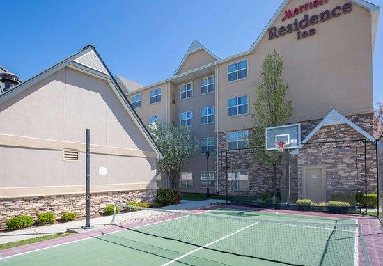 Residence Inn Boise West: Sport Court®