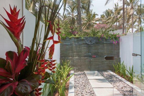 Pekutatan, Indonesia: Pool Villa - Outdoor Shower