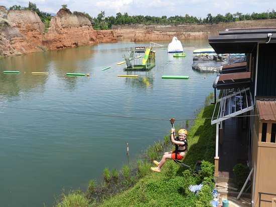 Hang Dong, Tailandia: It's fun - Zipline - Grand Canyon Water Park