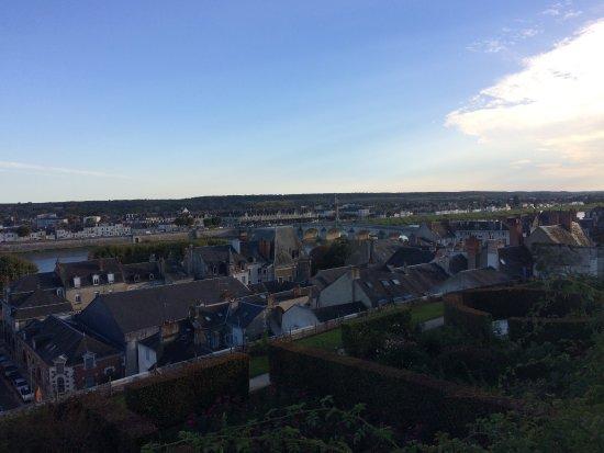 Les toits de Blois et le Pont Gabriel, sur la Loire, en fin d'après-midi