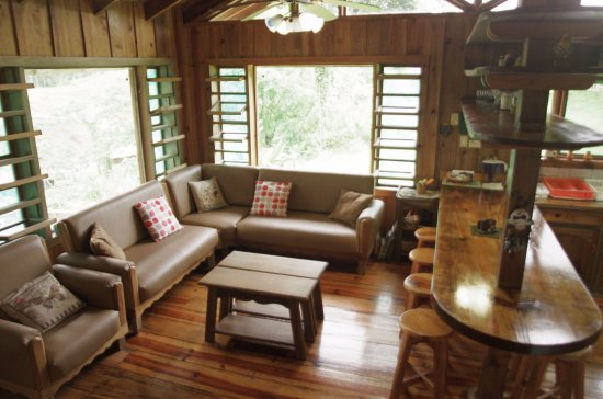 Tres Equis, Costa Rica: Social area