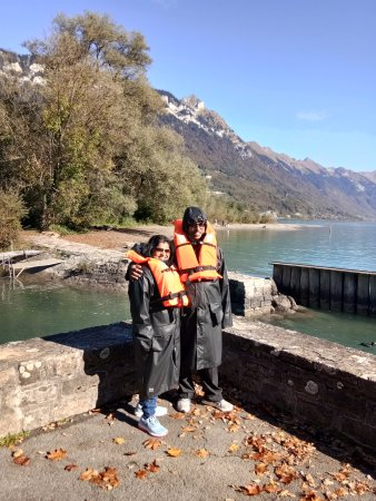 Jet Boat Interlaken: In safety attire in front of Lake