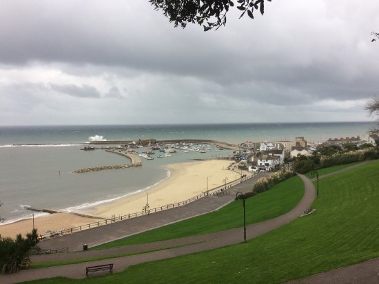 Lyme Regis, UK: Cobb in mean and moody weather
