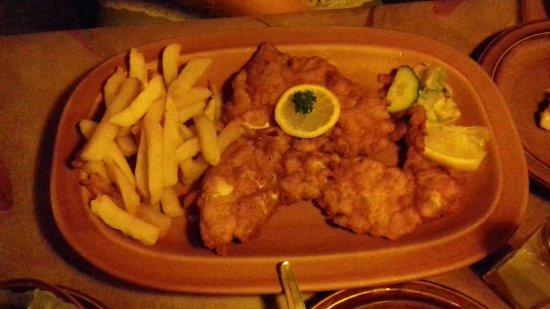 Parow, جنوب أفريقيا: Ladies chicken schnitzel
