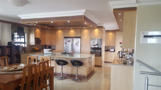 Scottburgh, South Africa: Kitchen and dining area