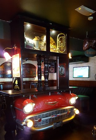 Wild & Co. Steakhouse: Great bar in restaurant below.
