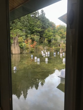 Owani-machi, Ιαπωνία: 池に浮かぶ灯篭