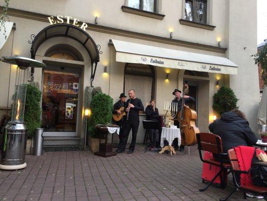Restauracja Ester: Klezmer music being played