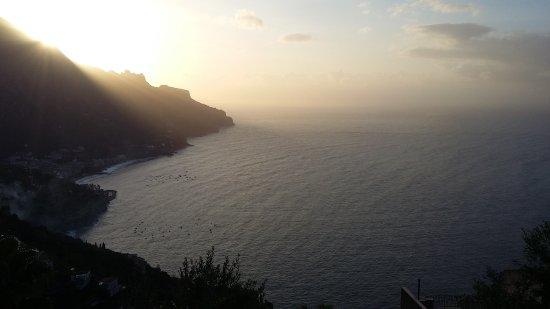 Hotel Ristorante Garden : Le golfe de Salerne au lever du soleil depuis la chambre