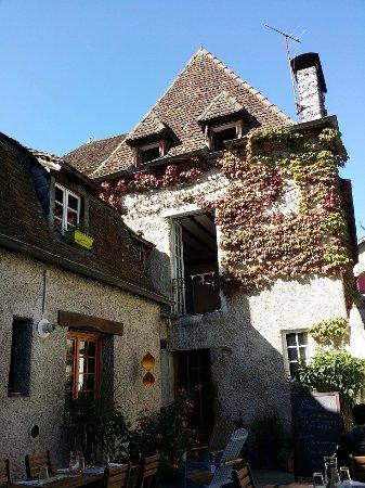 Orthez, Frankrike: Inside restaurant....