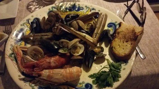 Hotel Ristorante Garden: Délicieux plat de coquillages et fruits de mer chaud