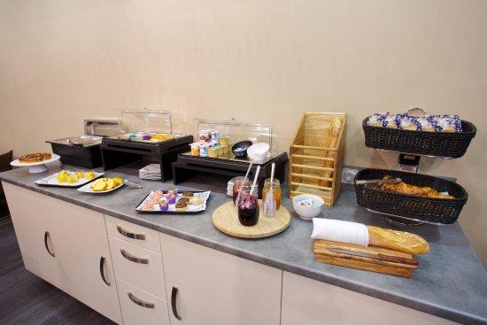 Meyzieu, Frankrijk: Buffet petit-déjeuner