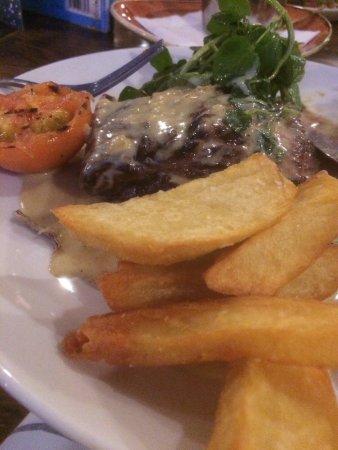 Bradford-on-Avon, UK: Steak and chips for dinner