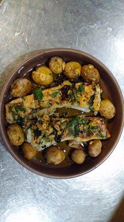 Alcanede, البرتغال: bacalhau na brasa - á lagareiro