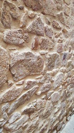 Capilla de la Mare de Deu del Socors: Стена