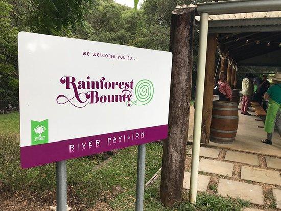 Malanda, Austrália: Cooking pavilion beside the river