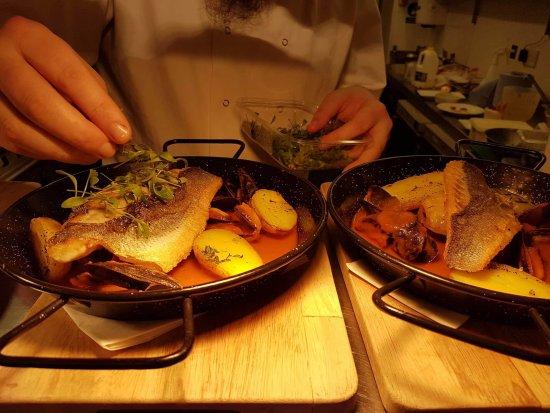 Markinch, UK: Chef's finishing touches