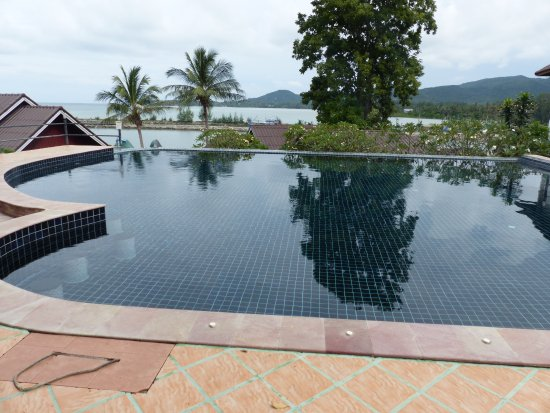 Tharathip Resort: top pool near the restaurant