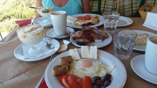 Taverna Panorama: Cretan breakfast