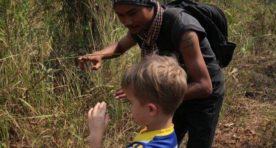 Sen Monorom, كامبوديا: Cham loves to help families enjoy the adventure too.